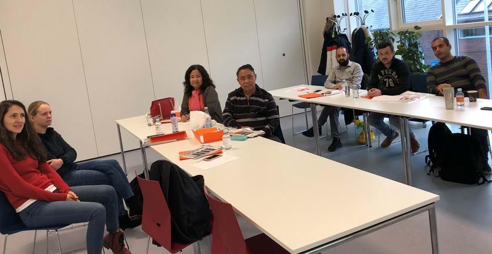 Medarbejdere fra Berendsen får undervisning hos VUC