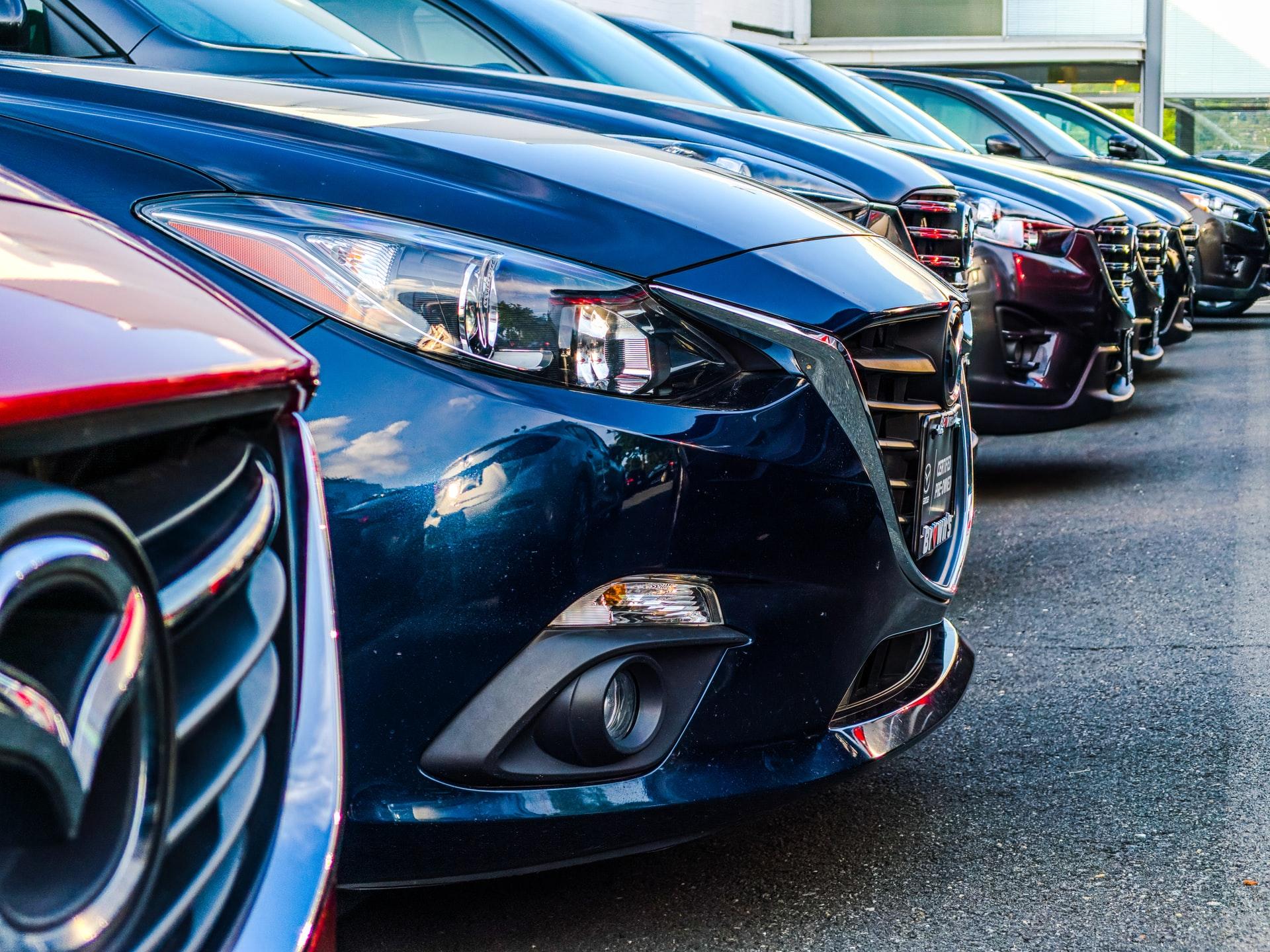 Biler hos autoforhandler